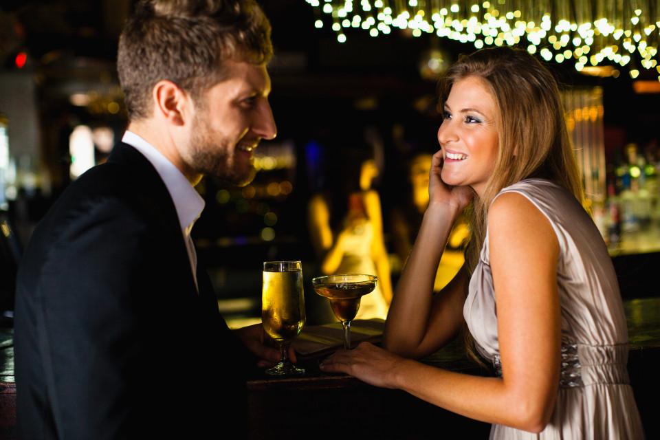 Hẹn hò trên Tinder: 7 chuyện kinh dị giờ mới (dám) kể
