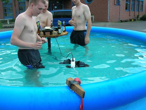funny photos men safety fails 26 605