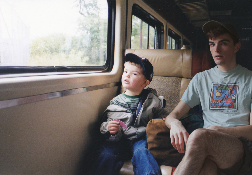 Ý tưởng độc đáo: ghép ảnh hiện tại vào ảnh lúc bé của chính mình