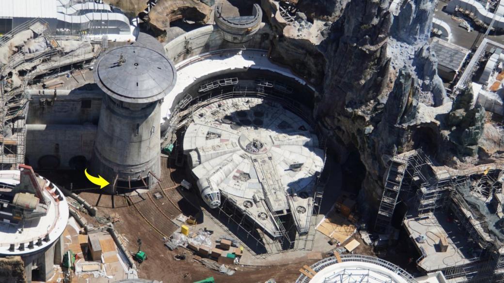 Choáng ngợp với khung cảnh y chang phim trong công viên chủ đề 'Star Wars' của Disney