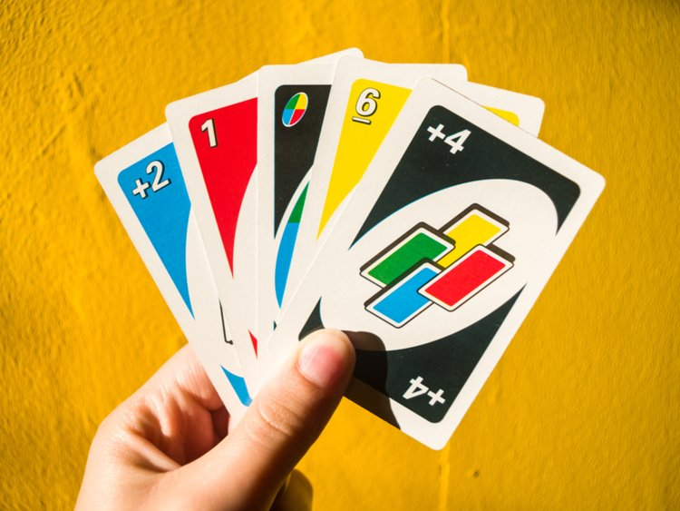 Nhà sản xuất trò UNO khẳng định người chơi không được cộng dồn lá +4 và +2