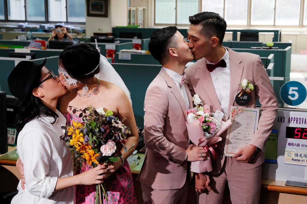 Hành trình 12 năm từ 'đôi bạn cùng tiến' đến cặp đôi đồng tính đăng ký kết hôn đầu tiên ở Đài Loan