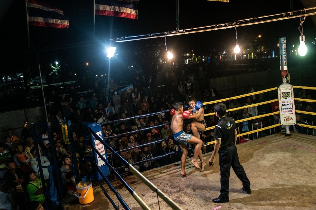 Đau lòng cảnh đấu sĩ nhí Muay Thái đổ máu mỗi đêm trên võ đài để kiếm tiền nuôi gia đình