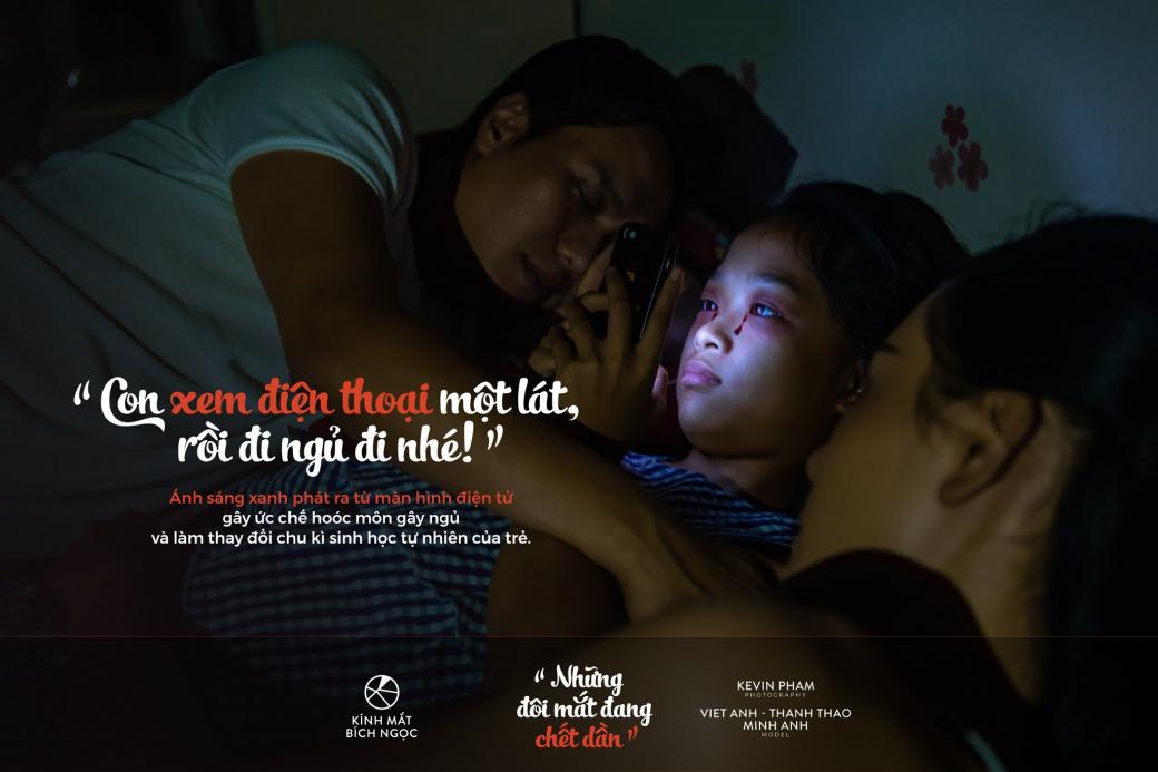 'Những Đôi Mắt Đang Chết Dần': Bộ ảnh vạch trần cách dạy con sai trái của cha mẹ thời công nghệ