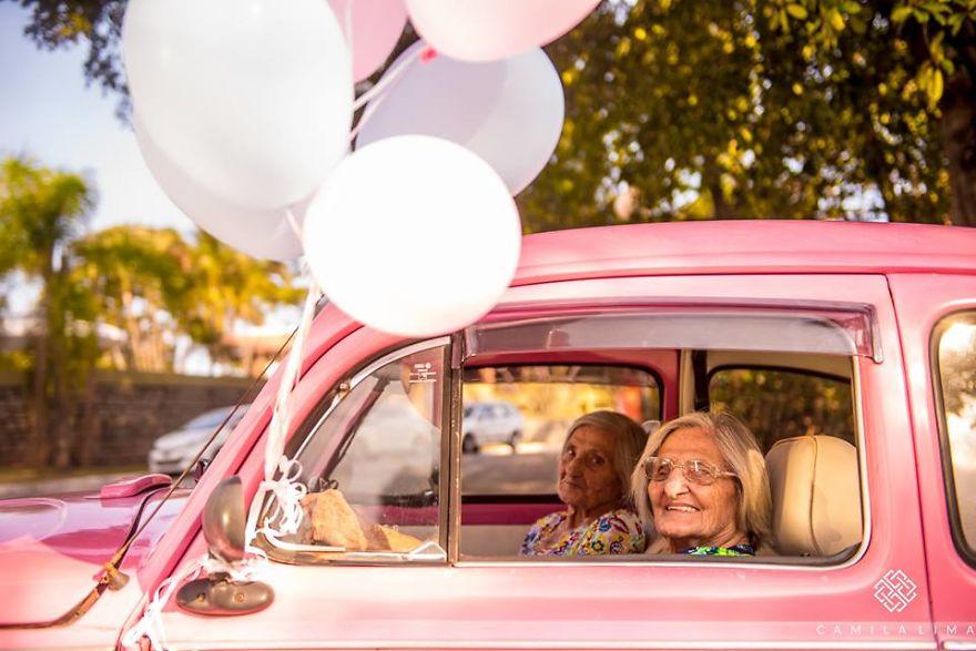 100 tuổi có thể khiến bạn ngừng 'cute'? Sai rồi!