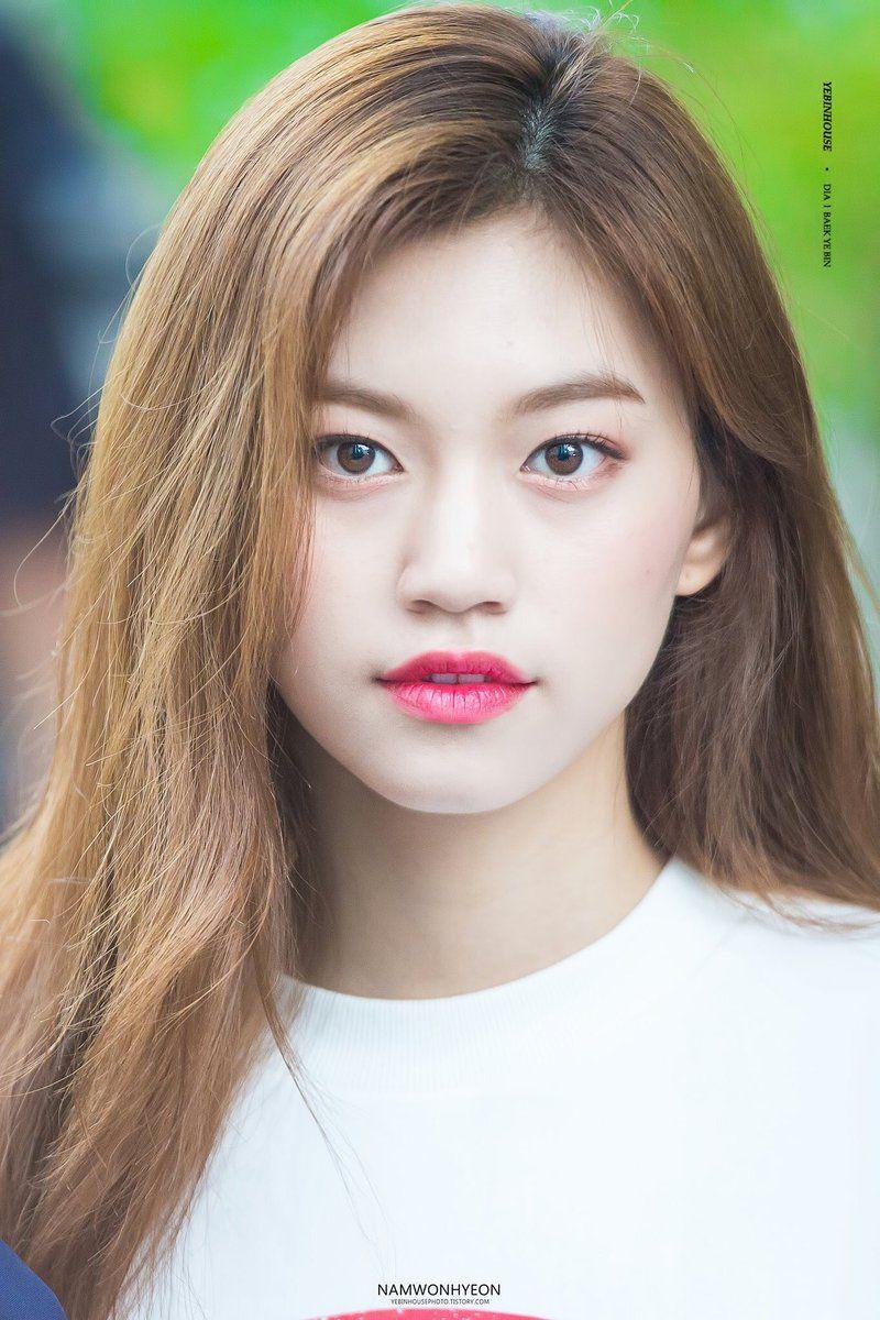 Những 'bóng hồng' sinh năm 1999 đang nổi đình nổi đám showbiz Hàn