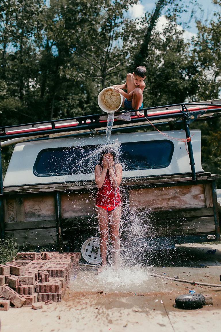 Không smartphone hay internet, đây mới là mùa hè đích thực của tụi nhỏ