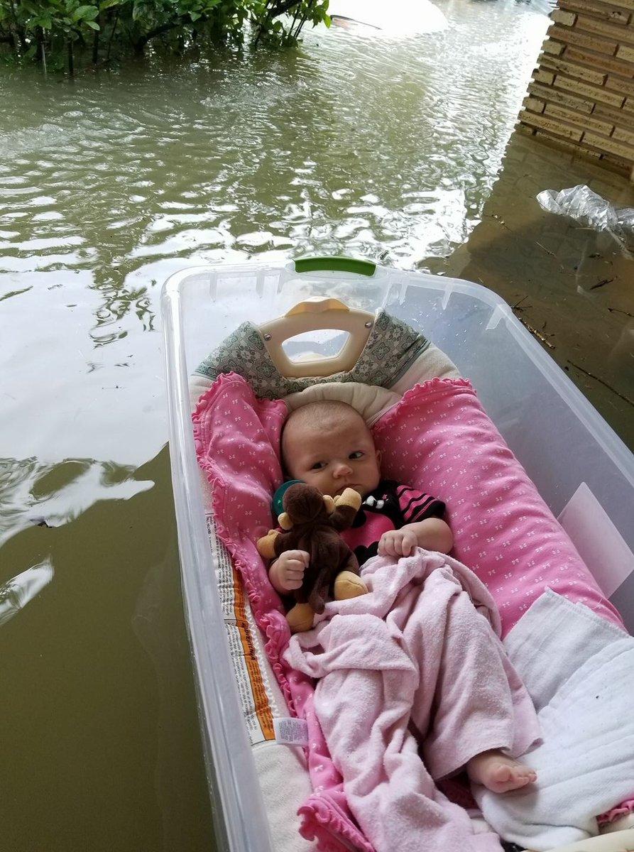 Dân Mỹ vượt qua siêu bão Harvey như thế nào?