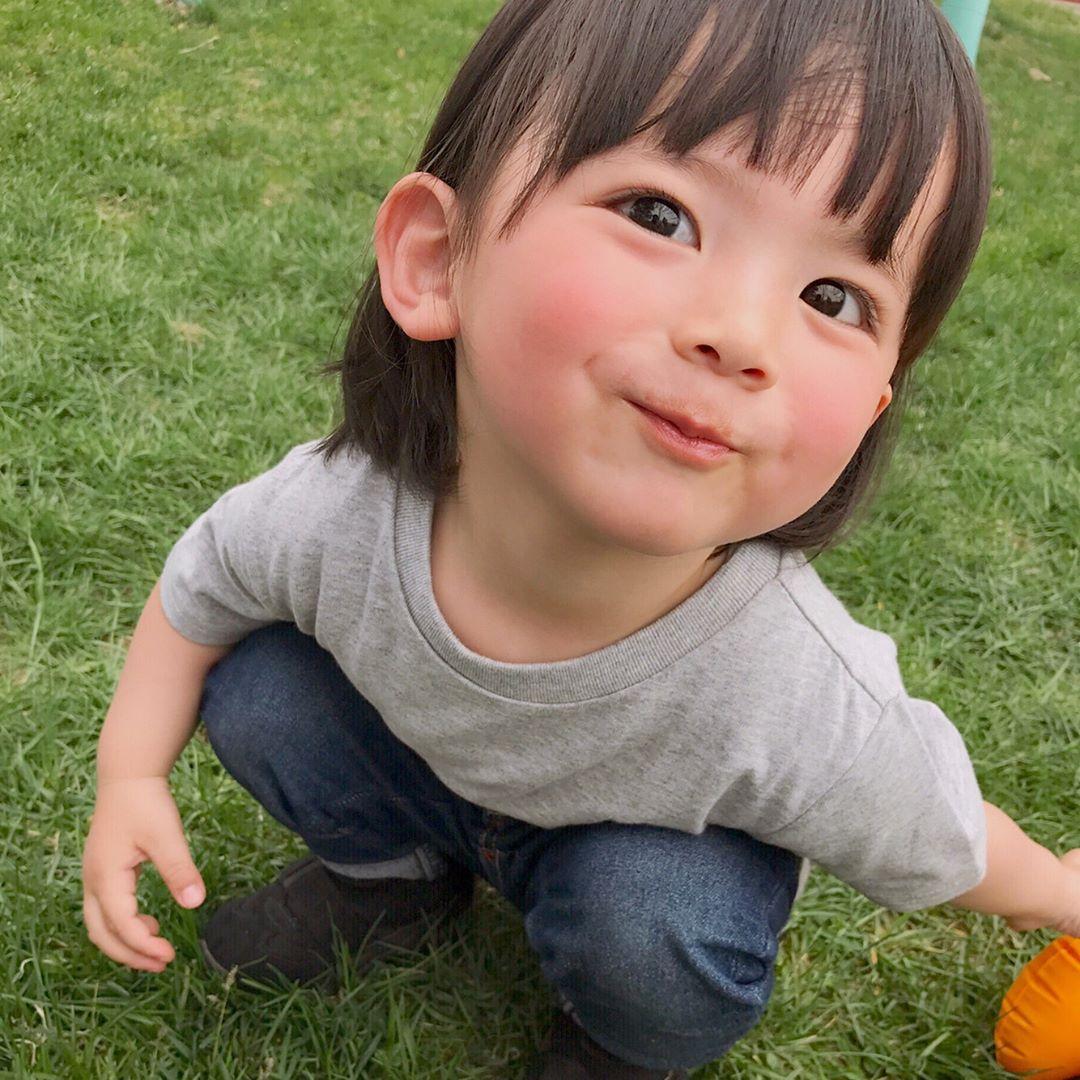 'Hoàng tử nhí' đến từ nước Nhật khiến hàng loạt bà cô, bà chị 'đổ rạp'