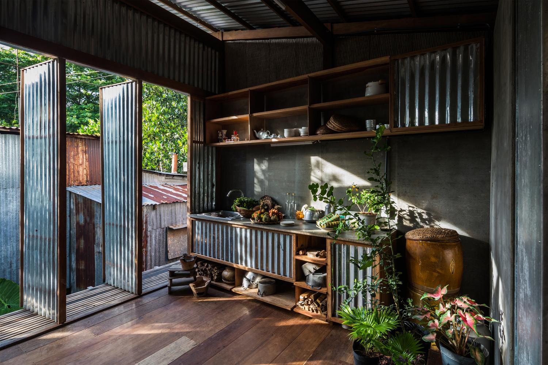 Ngôi nhà làm bằng tôn ở Châu Đốc đẹp ngỡ ngàng trên báo ngoại