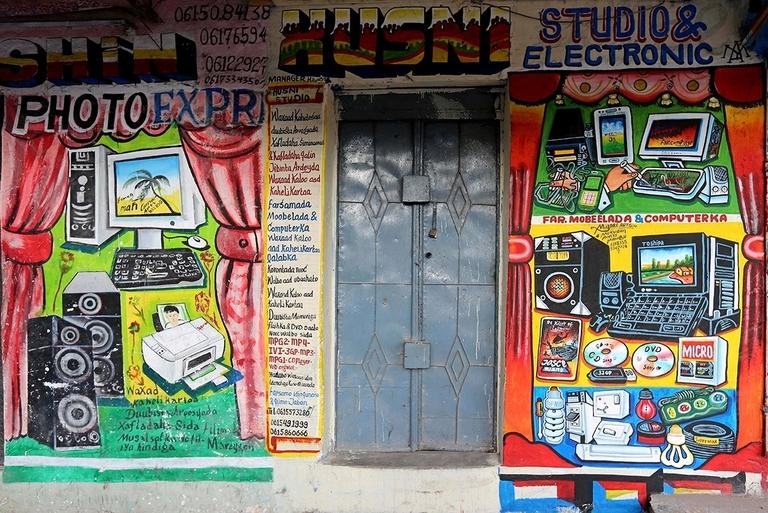 Biển quảng cáo kiểu graffiti tại Somali khiến dân vẽ biển 'lóa mắt'