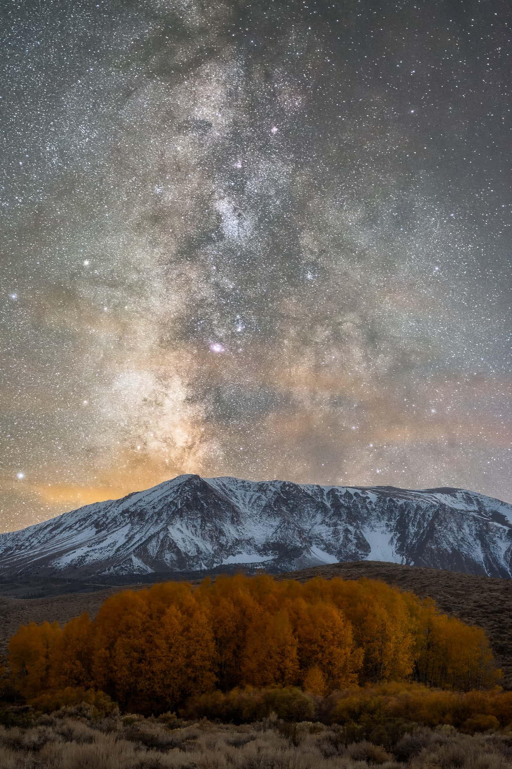Những bức ảnh bầu trời khiến bạn choáng ngợp: sao băng, mây dạ quang, dải ngân hà...