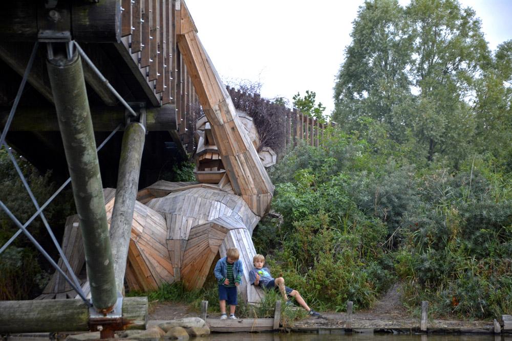 Những gã khổng lồ bằng gỗ bước ra từ cổ tích ở Copenhagen
