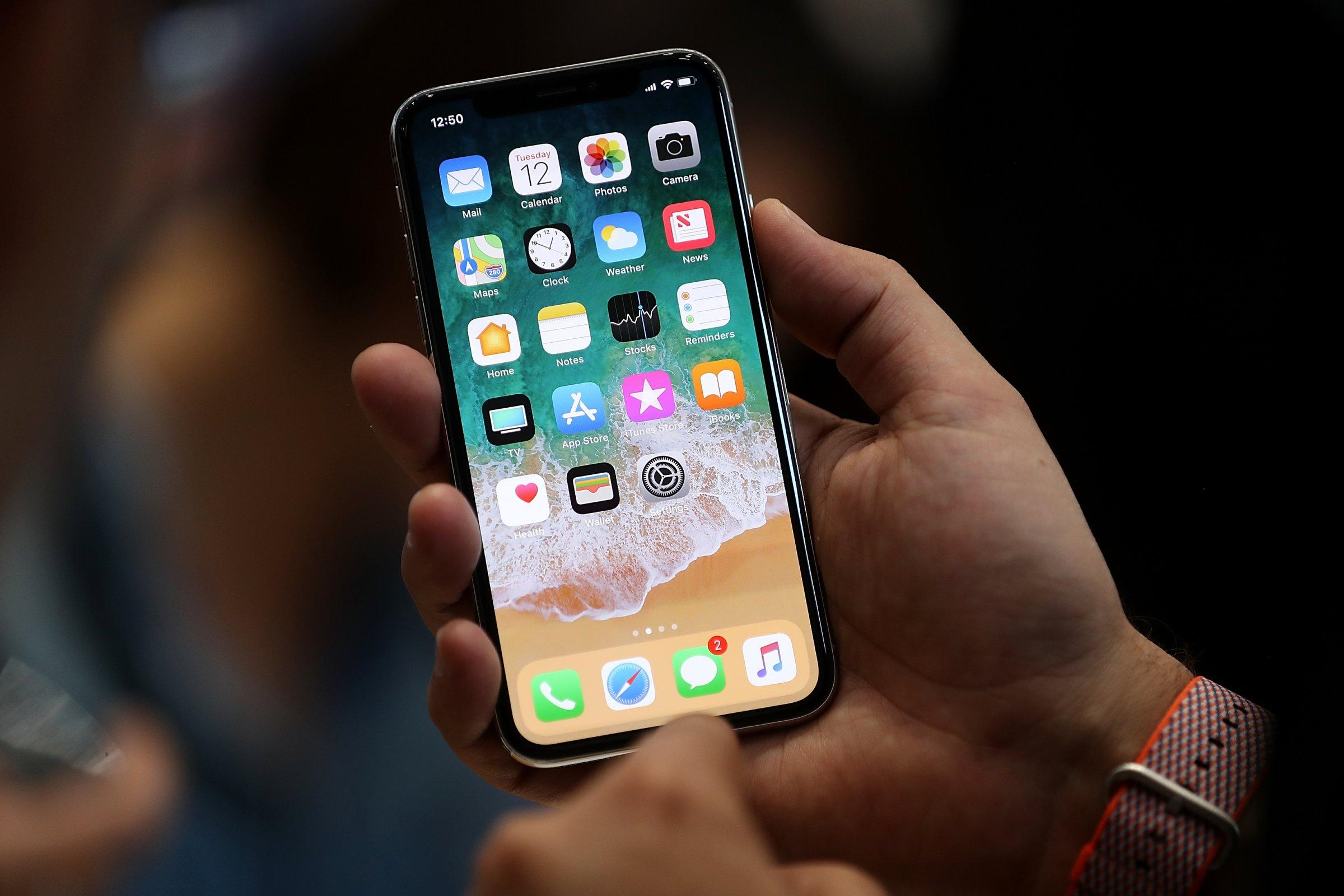 Nghĩ kỹ trước khi mua: Những bất tiện iPhone X đem lại cho người Việt Nam