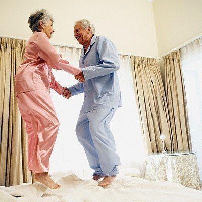 Học tập cách yêu của 'ông bà anh' để tình yêu luôn ấm nồng