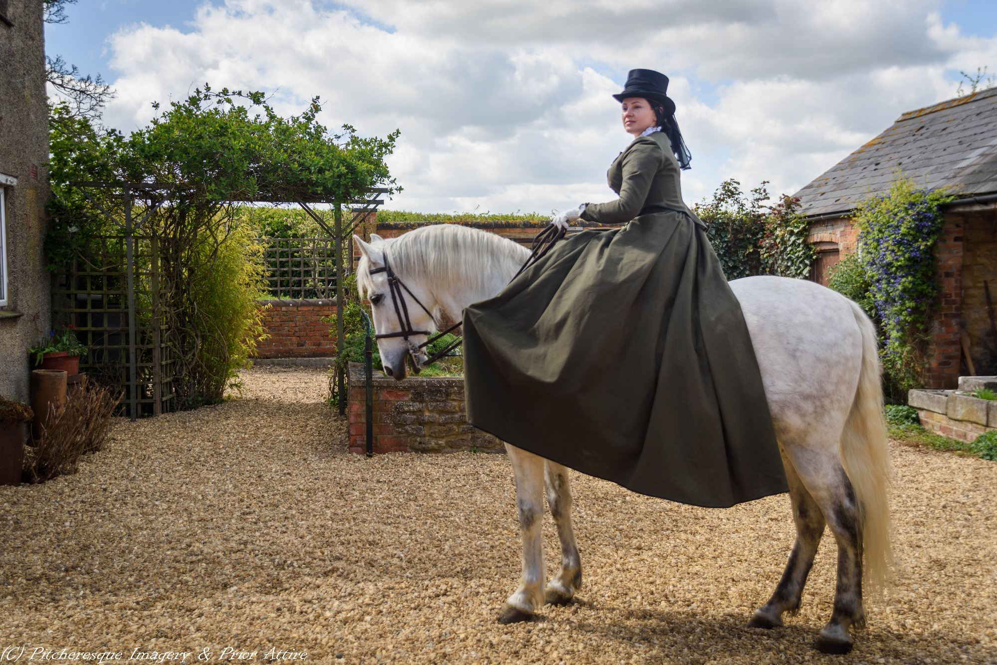 Phụ nữ Anh thời xưa phải 'sống chậm' vì trang phục quá rườm rà?