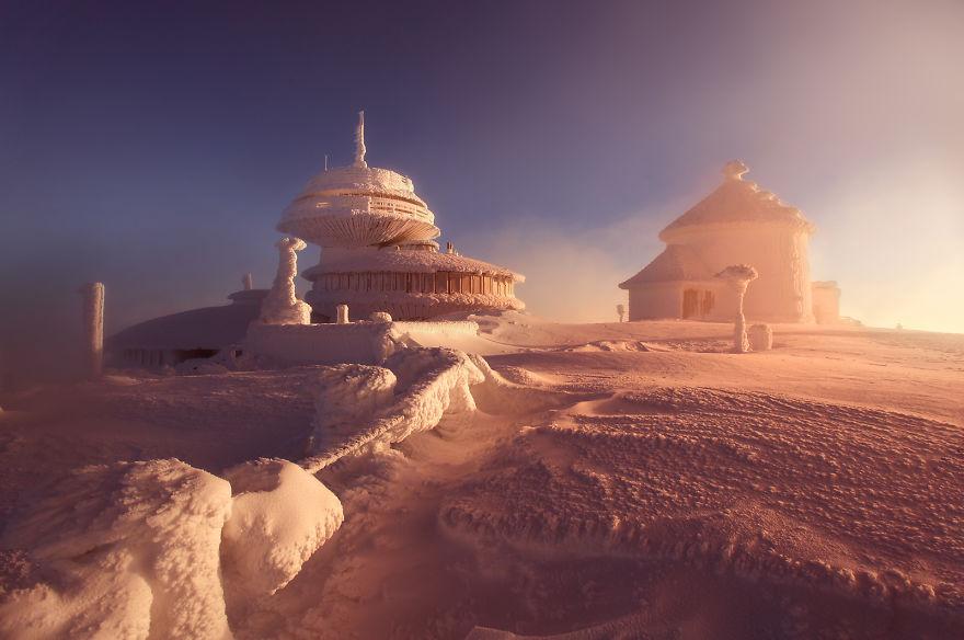 Có một mùa đông đẹp như... phim viễn tưởng nơi triền núi Ba Lan