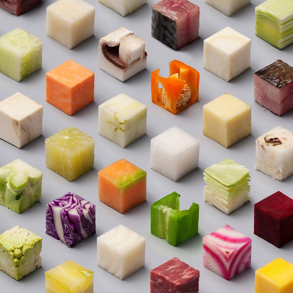 Thoả mãn ngắm nhìn khối thức ăn 2.5cm vuông cực kỳ hoàn hảo