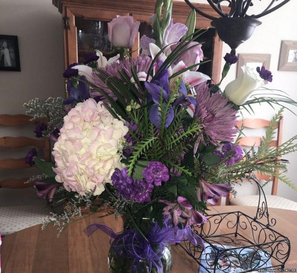 Bó hoa cuối cùng từ người cha đã mất 5 năm trước