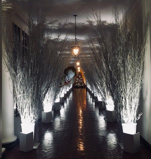 Loạt ảnh chế chứng minh bà Trump đang nhầm lẫn... Giáng Sinh và Halloween