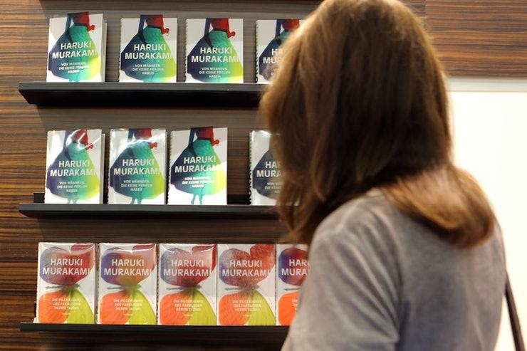 Tiết lộ 15 fun facts về 'cha đẻ' của tiểu thuyết Rừng Nauy