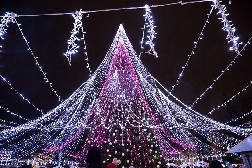 Thủ đô Lithuania lại làm thế giới trầm trồ trước 'kiệt tác Giáng sinh' hàng năm