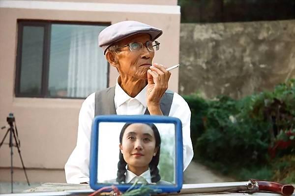 Ông nội à, chúng ta cùng chụp ảnh đi!