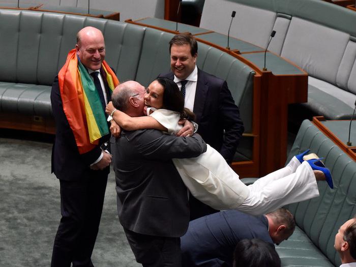 Lời cầu hôn đồng giới được pháp luật công nhận đầu tiên ở Úc