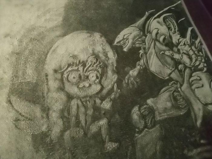 Cô gái đeo mặt nạ mê hoặc người xem bằng tranh 'vẽ' trên thảm