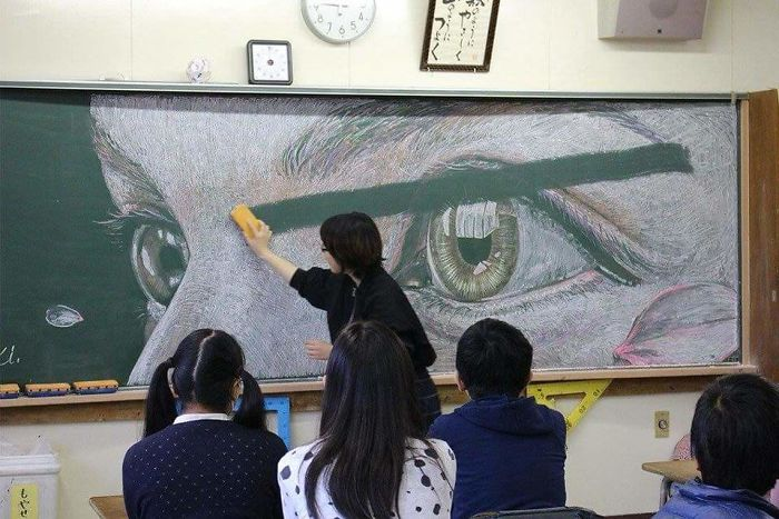 'Vẽ bậy' lên bảng đẹp như sinh viên Hồng Kông