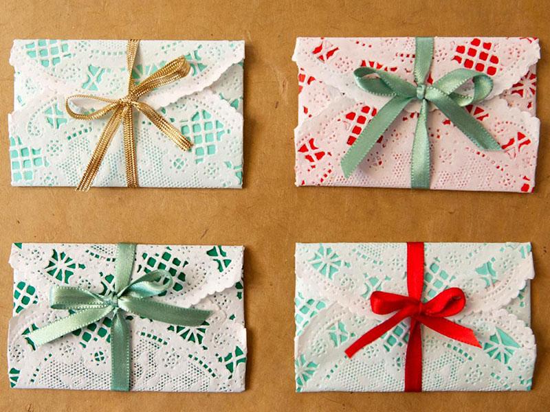 Cần gì ra tiệm nhờ gói quà Giáng sinh, bạn cũng có thể gói đẹp theo 12 ý tưởng dưới đây
