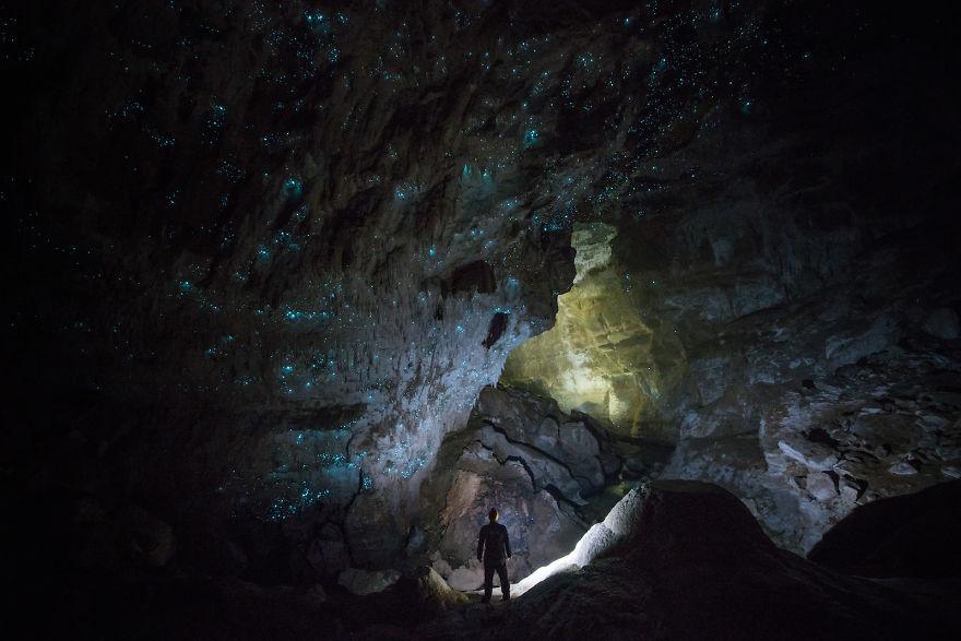 Đêm đầy 'sao' trong hang New Zealand
