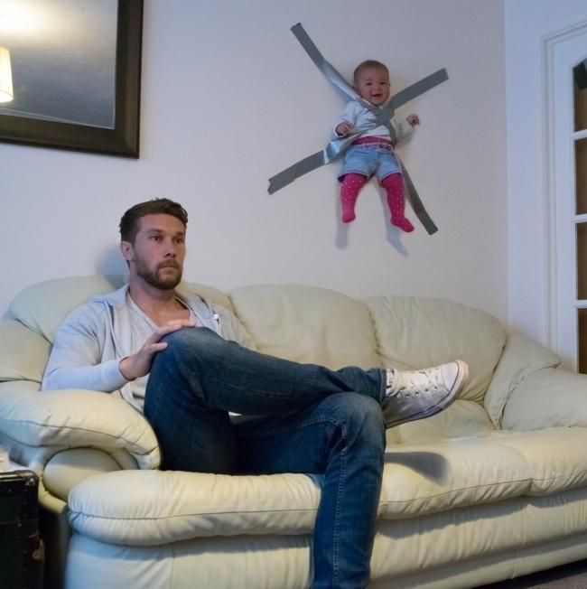 Những ông bố sẽ làm gì khi ở một mình cùng bé bi?