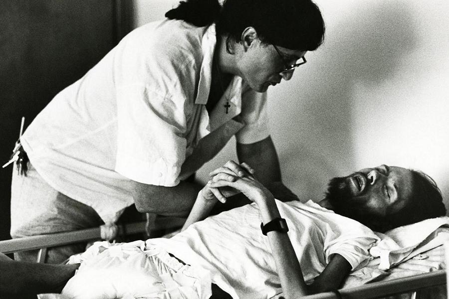Câu chuyện đằng sau bức ảnh thay đổi nhận thức của thế giới về bệnh AIDS