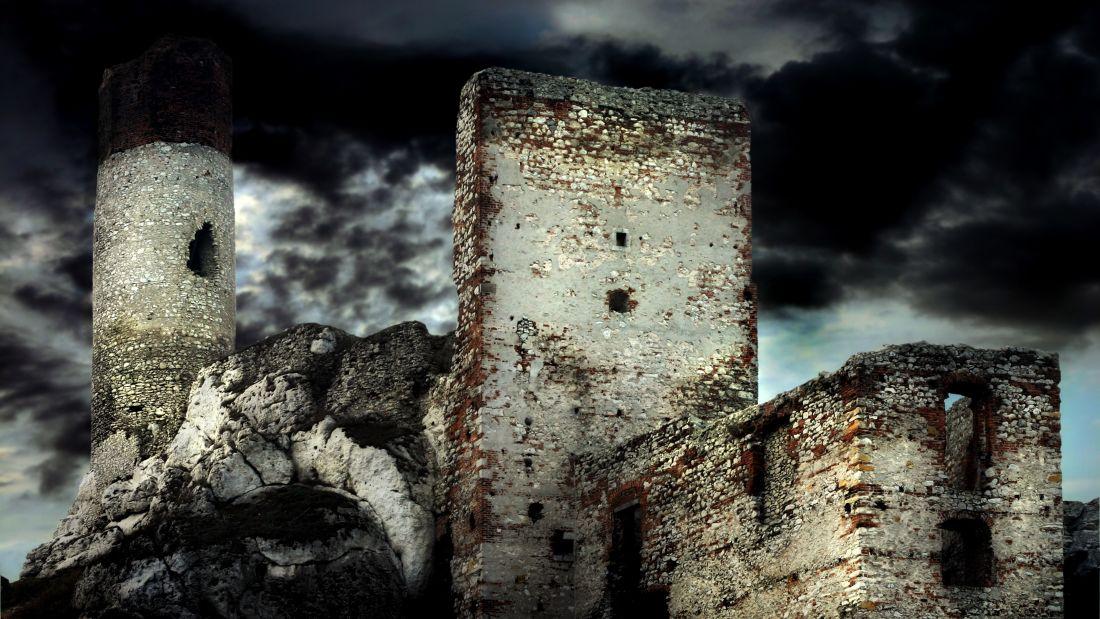 Những lâu đài đẹp như cổ tích bị con người lãng quên