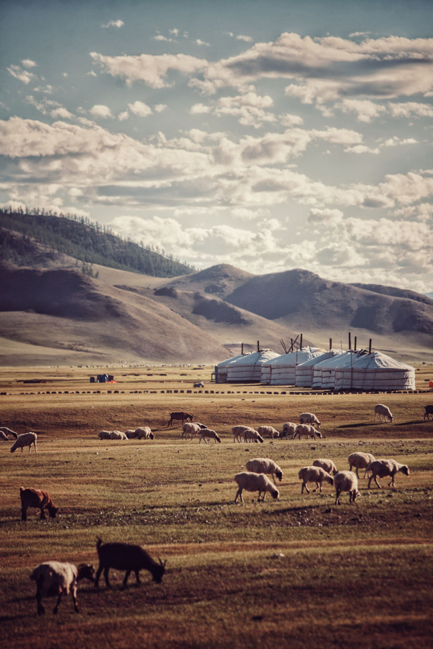 Gia đình 'mô-tô-ba' và hành trình 26.000km từ România đến Mông Cổ