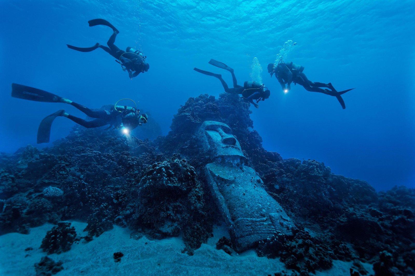 Lạc vào thế giới khác khi chiêm ngưỡng những bức tượng 'lạc trôi' dưới nước