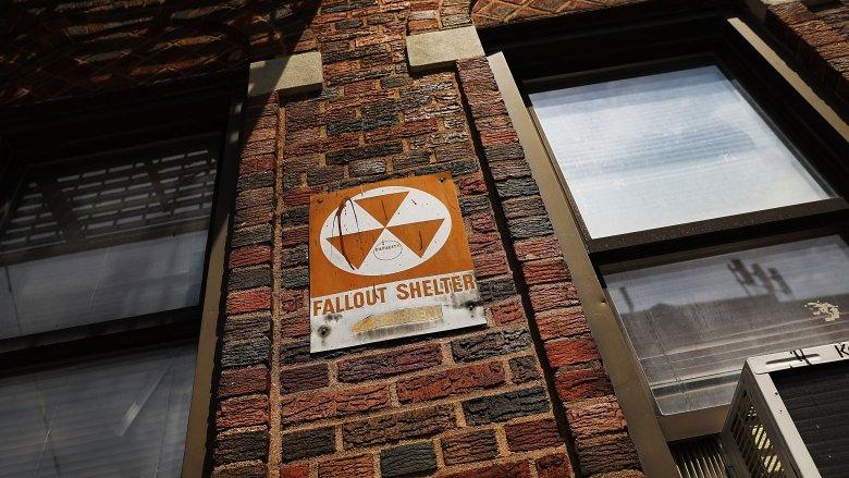 Kỹ năng sinh tồn: Sống sót sau khi bị... bom nguyên tử tấn công