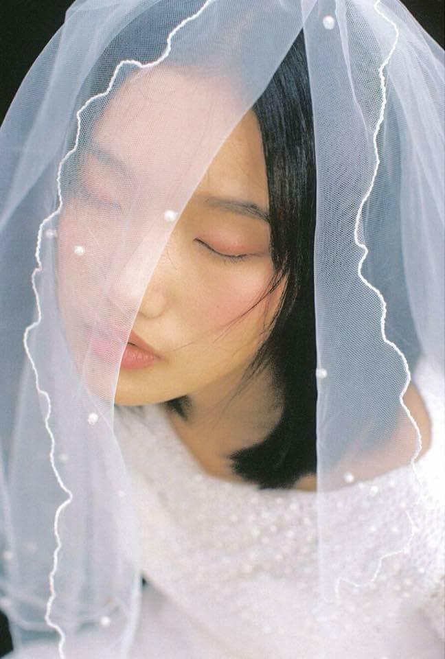 'Cô dâu, chú rể' trong bộ ảnh cưới phong cách Hong Kong đang gây sốt là ai?