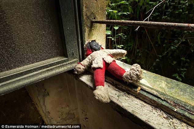 Những hình ảnh không khác phim kinh dị của trại trẻ mồ côi bị bỏ hoang ở Ý
