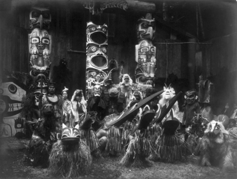 Những chiếc mặt nạ tuyệt đẹp của thổ dân da đỏ đầu thế kỷ 20