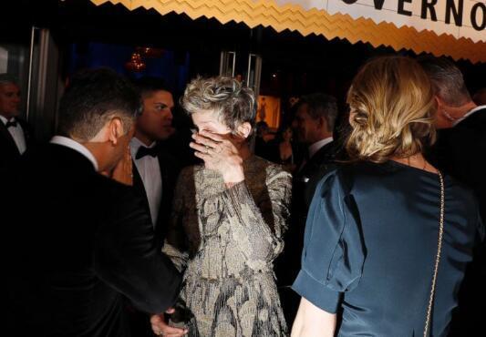 Nữ diễn viên khóc nức nở vì bị trộm mất tượng vàng ngay trong bữa tiệc hậu Oscar