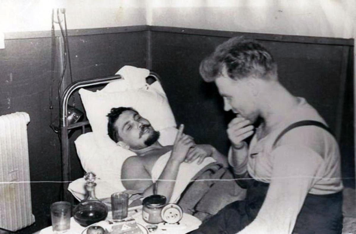 Mắc kẹt ở Nam Cực, bác sĩ phải... tự mổ ruột thừa cho chính mình