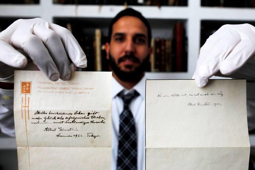 Thư tình của Albert Einstein được bán với giá 140 triệu đồng