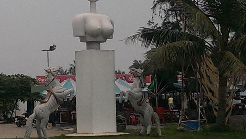 Xin hỏi người tạc đã nghĩ gì trong lúc làm những bức tượng này?