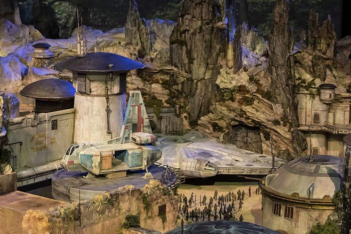 'Hành tinh Star Wars' mà Disney đầu tư hơn 2 tỉ đô sẽ trông như thế nào?