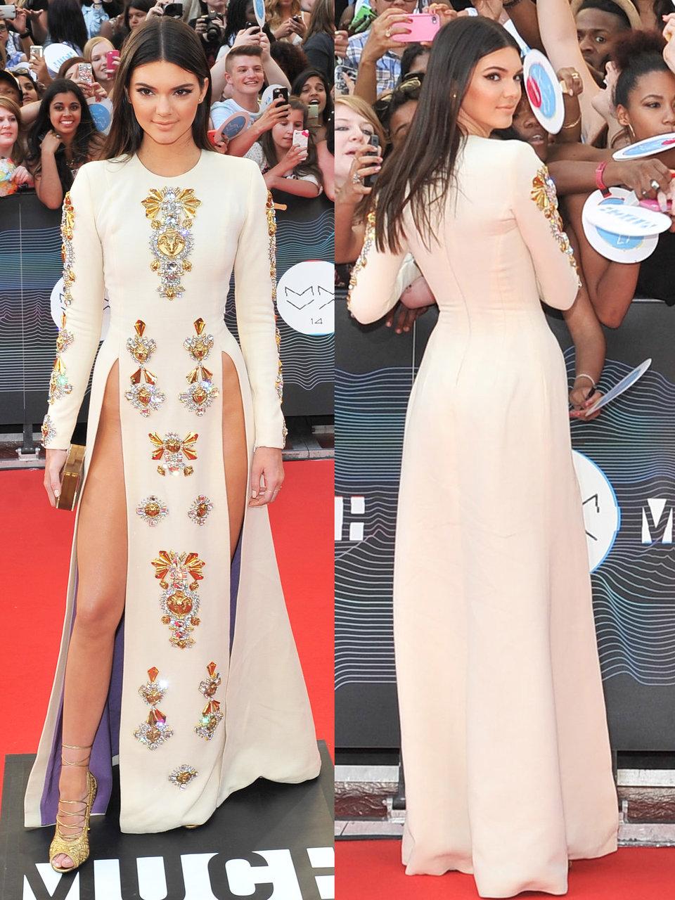 Sao Hollywood và váy xuyên thấu: Mặc đồ hay không mặc, đó là một vấn đề!