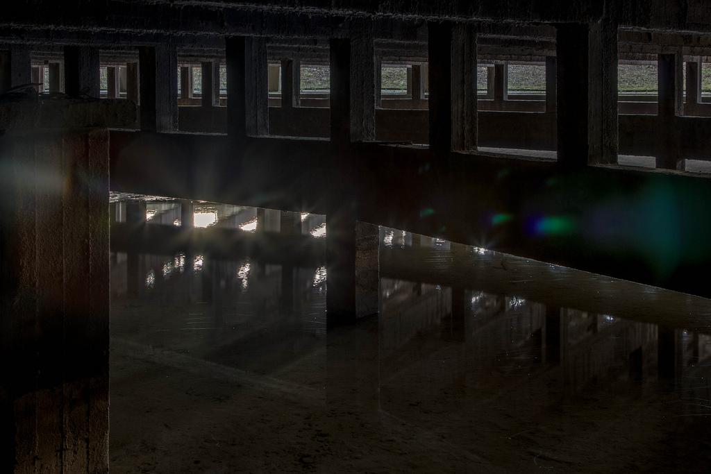 Vẻ đẹp 'rợn người' bên trong nhà máy bị bỏ hoang ở Bỉ