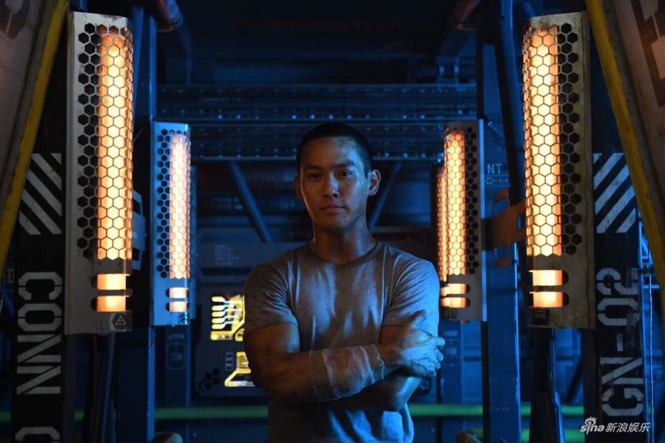 Bộ đôi nam thần châu Á trong 'Pacific Rim 2' gây sốt vì quá đẹp trai