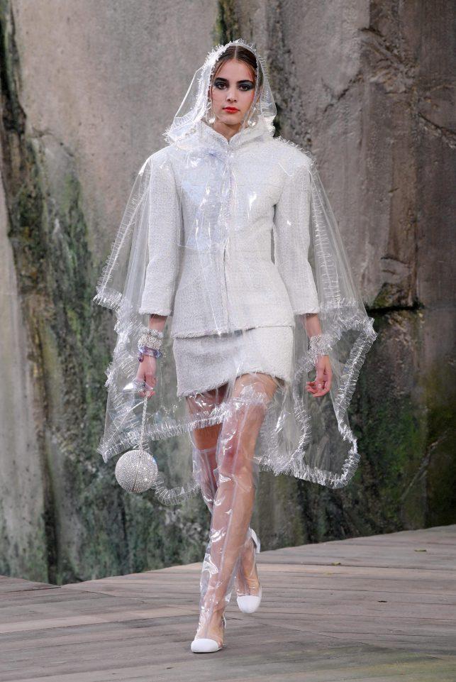 Thời trang 'lộ thiên' 24 năm trước của JYP trở thành nguồn cảm hứng của Chanel, Topshop?